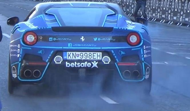 Así quema rueda un 'gumballer' con un Ferrari F12tdf