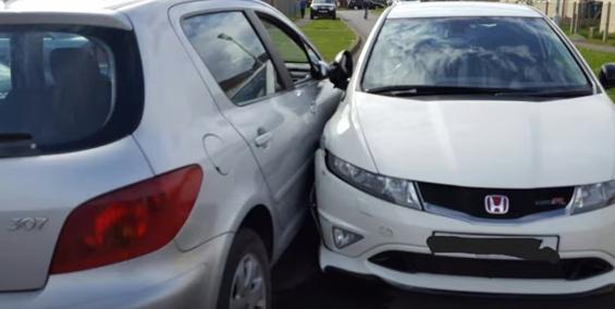 Vídeo: alumno de autoescuela destroza un Honda Civic Type R