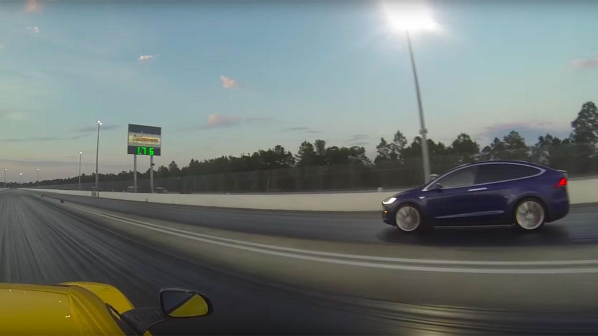 ¿Un SUV ganando a un McLaren en una drag? Es un Tesla…
