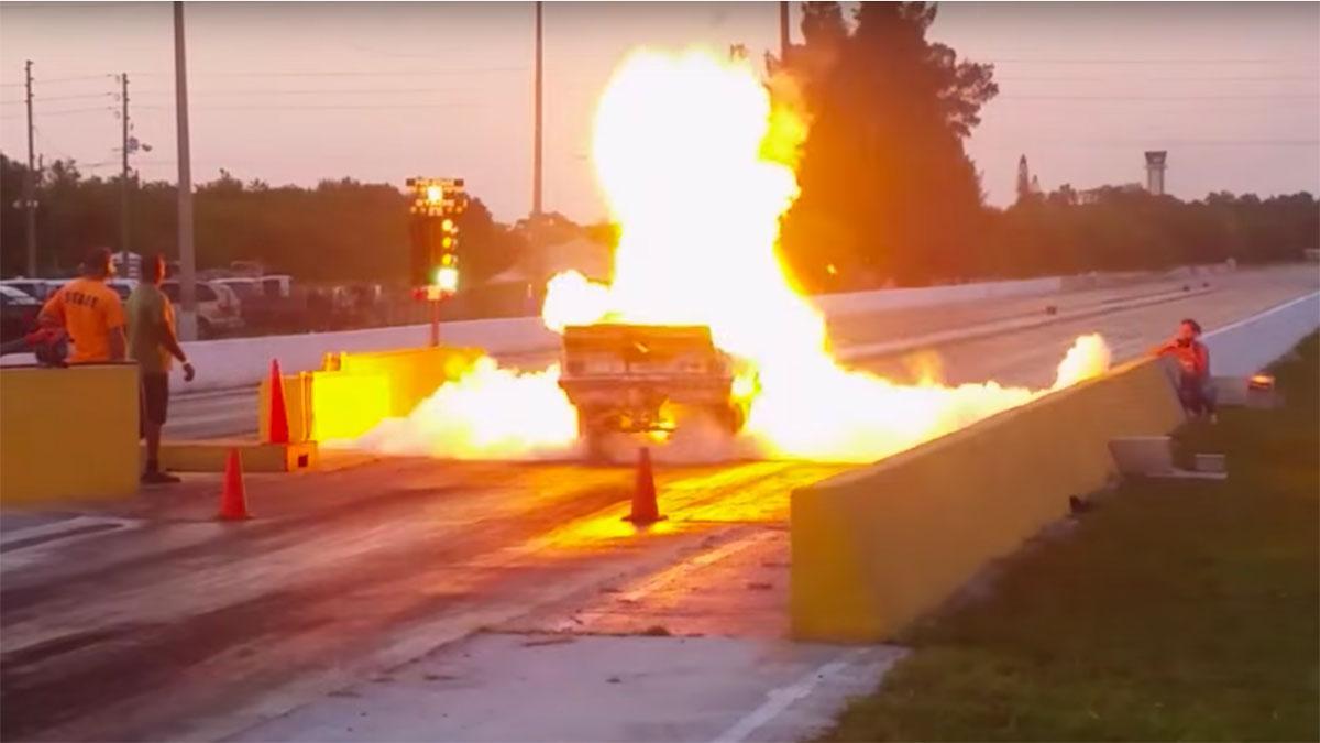 Rozando la tragedia: explota su coche en plena 'drag race'