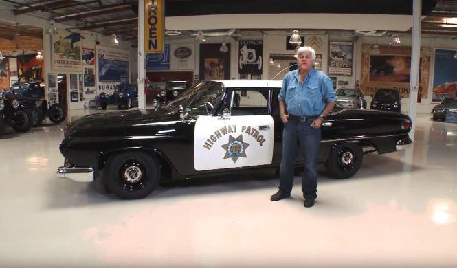 Jay Leno, a los mandos de un Dodge Polara de la Policía