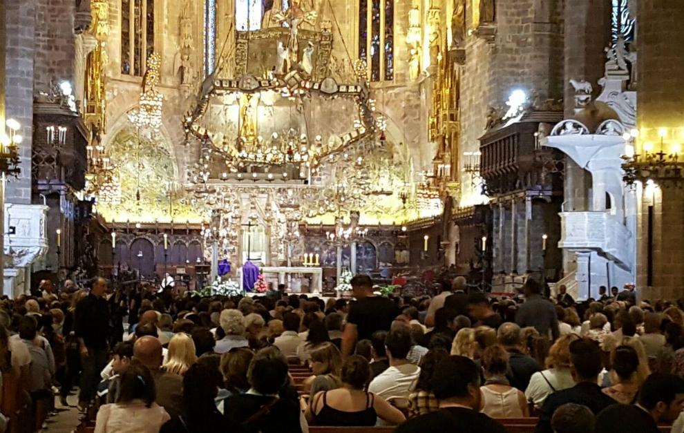 Mallorca y los moteros despiden a Luis Salom