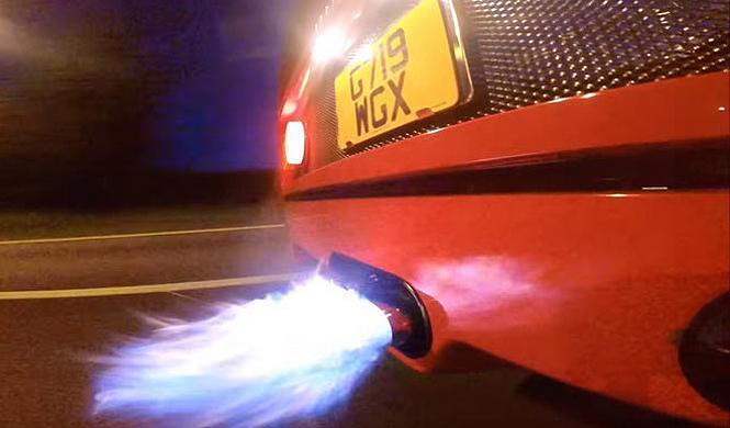 Vídeo: un lanzallamas como tubo de escape en un Ferrari F40
