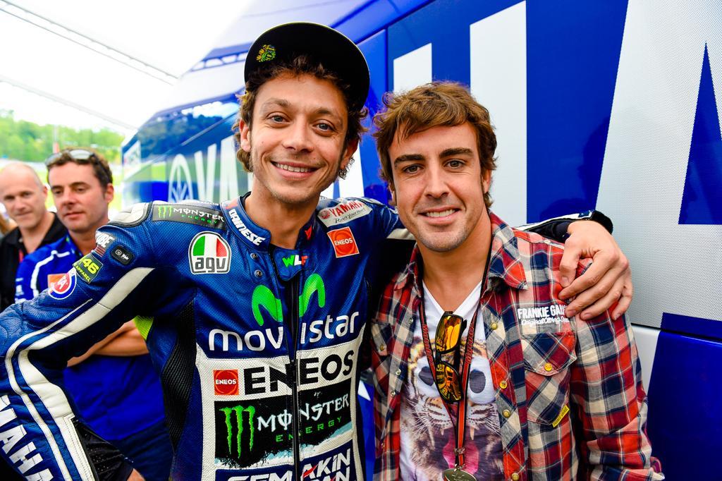 Fernando Alonso podría haberle 'robado' la novia a Rossi