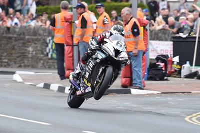 TT 2016: Así se merienda Michael Dunlop a sus rivales