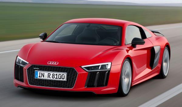 Drag Race: Audi R8 contra sus hermanos y contra una Ducati