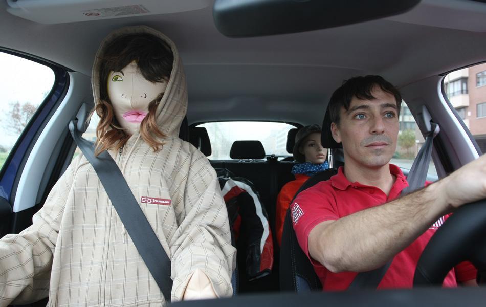 Pillado con una muñeca para circular por el BUS VAO
