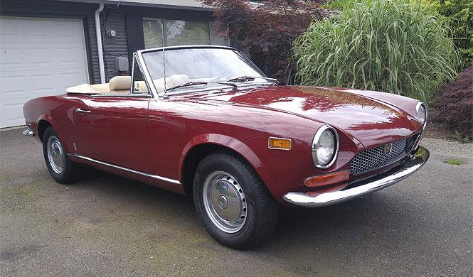 A subasta un Fiat 124 Spider del año 1971