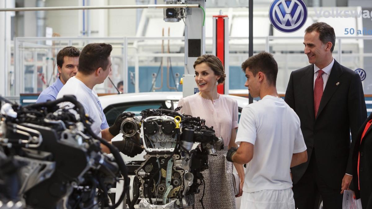 SS.MM. los Reyes visitan Volkswagen Navarra