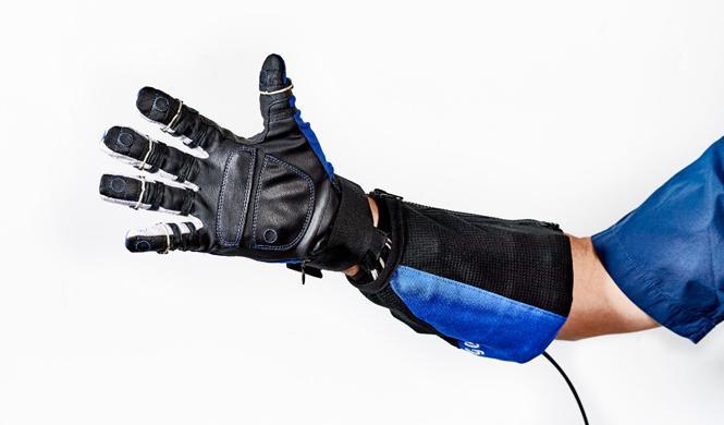 El guante desarrollado por la NASA y General Motors