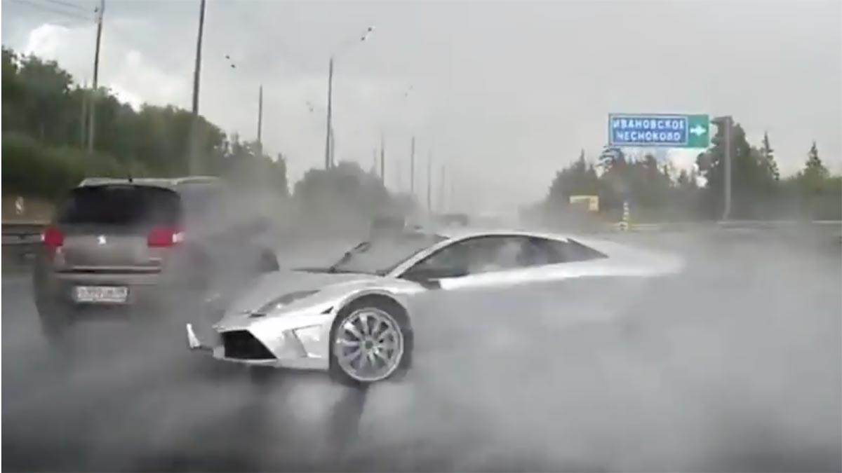 Así se conduce un Lamborghini Murciélago en Rusia