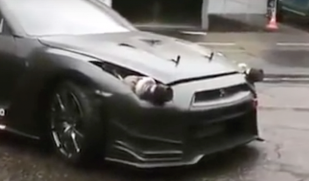 Un Nissan GT-R con turbos en lugar de... ¡faros!