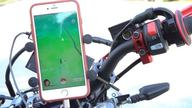 Vídeo: ¿Cómo jugar al Pokemon GO en moto?