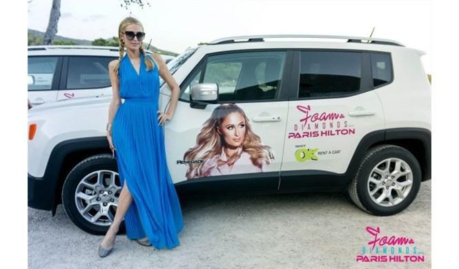 Paris Hilton con un Jeep Renegade en Ibiza