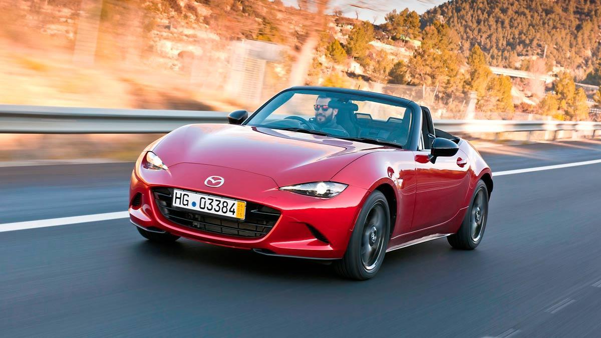 El próximo Mazda MX-5 podría recurrir a la fibra de carbono