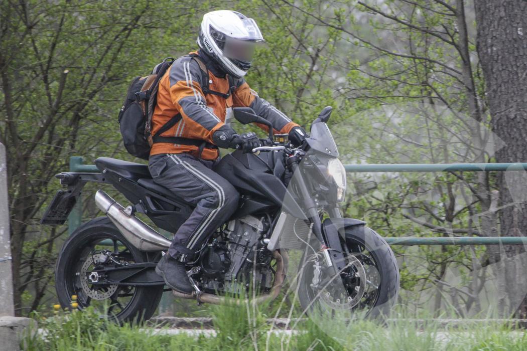 KTM 890 Duke 2017: cazada otra vez