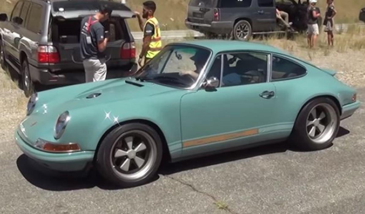 Un Porsche 911 Singer Design... ¡a 283 km/h!