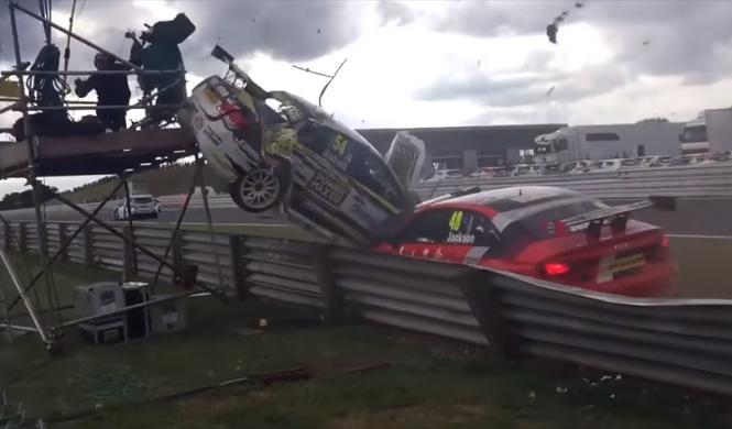 Vídeo: un coche del BTCC arrolla a un cámara