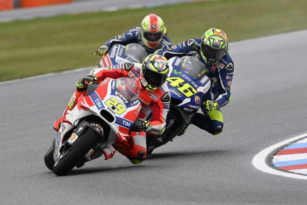 Libres MotoGP Silverstone 2016: Iannone manda con solvencia