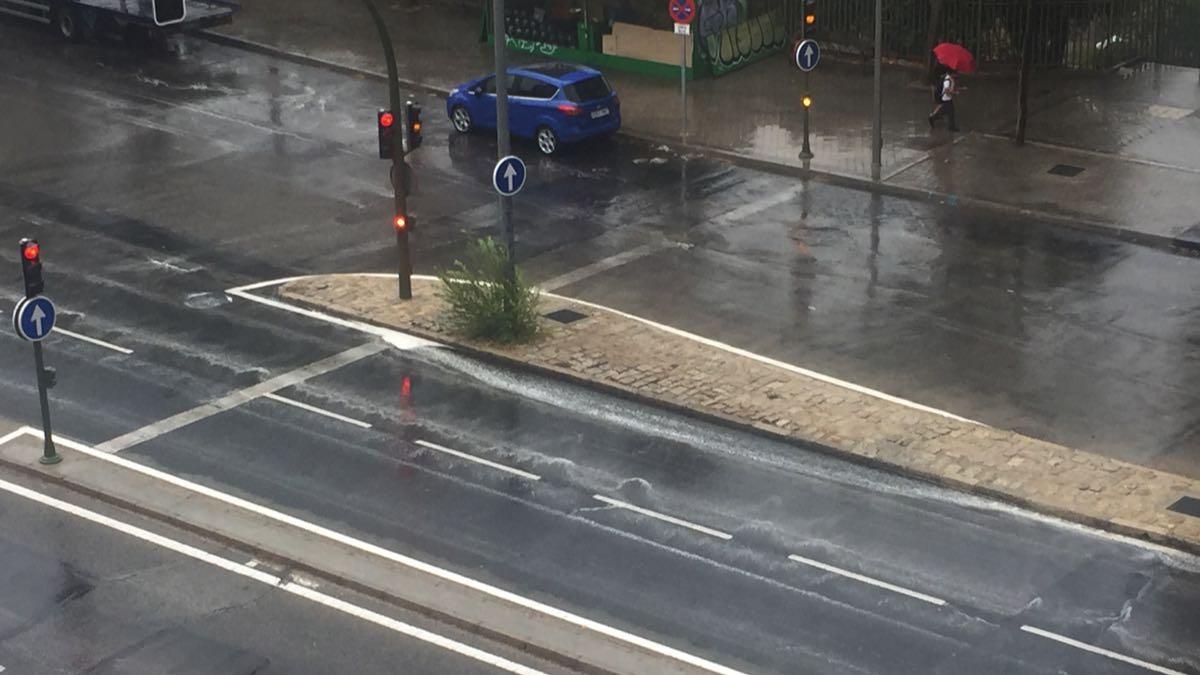 Lluvia borra marcas viales en Madrid 3