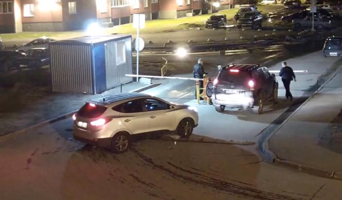 Vídeo: cómo no debes abrir la barrera de un parking
