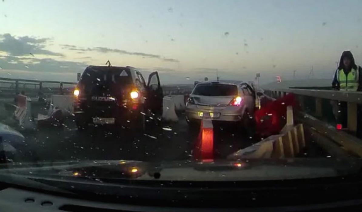 Vídeo: baja visibilidad y obras en carretera, mezcla fatal