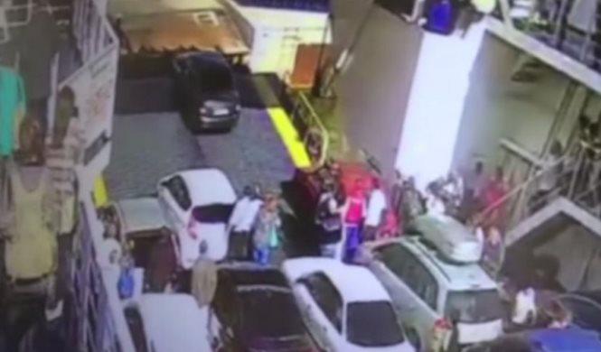 Vídeo: arroja su coche al mar desde un ferry