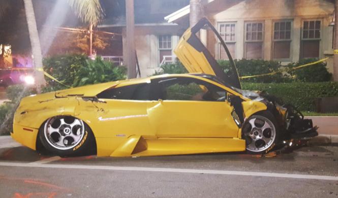 Un accidente involucra a un Lamborghini y un Porsche