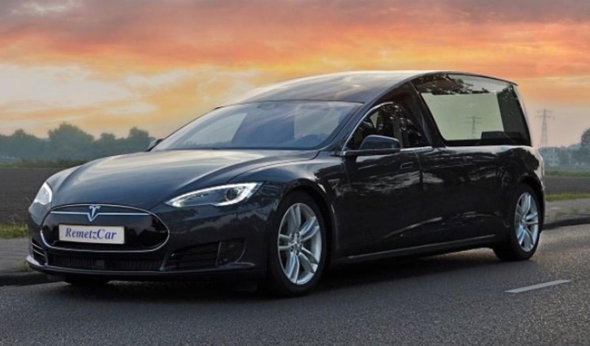 Convierten un Tesla Model S en coche fúnebre