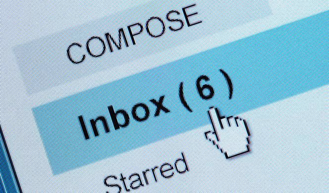 Este bot troll responde por ti al correo spam