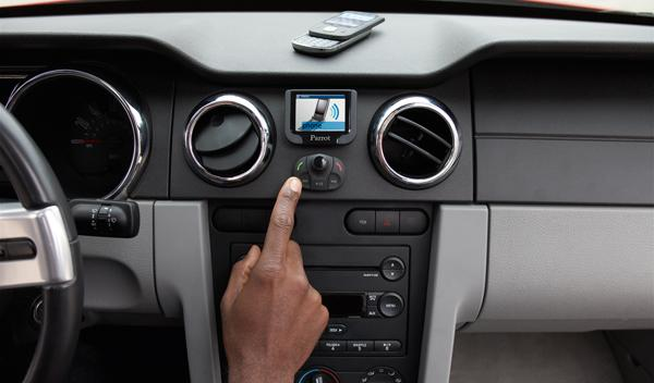 ¿Todavía no tienes manos libres para el coche?