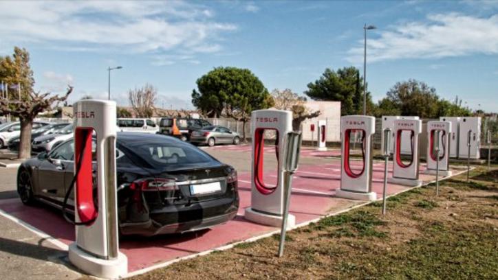 Tesla busca trabajadores en España