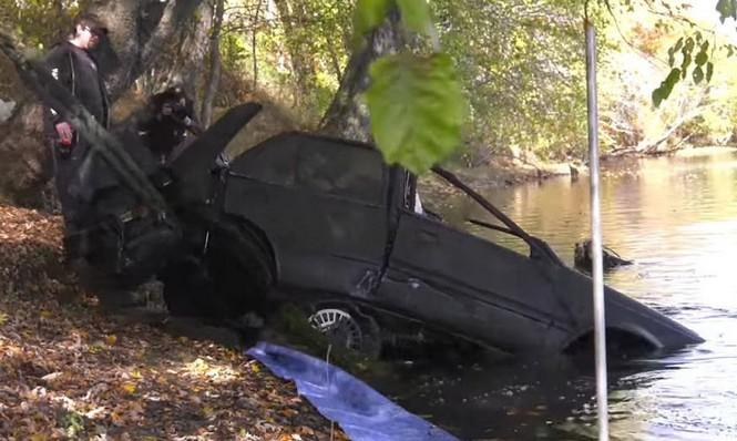 Encuentran un Nissan Sentra en un río 28 años después