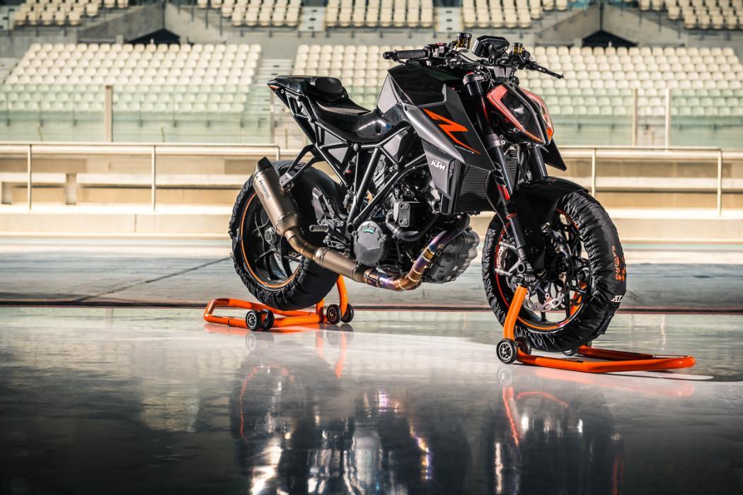 KTM-1290-Super-Duke-R-2017-1