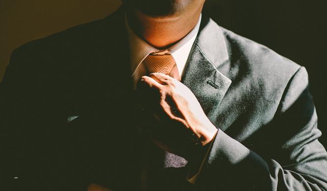 Por qué vestirte como un señor aunque trabajes desde casa
