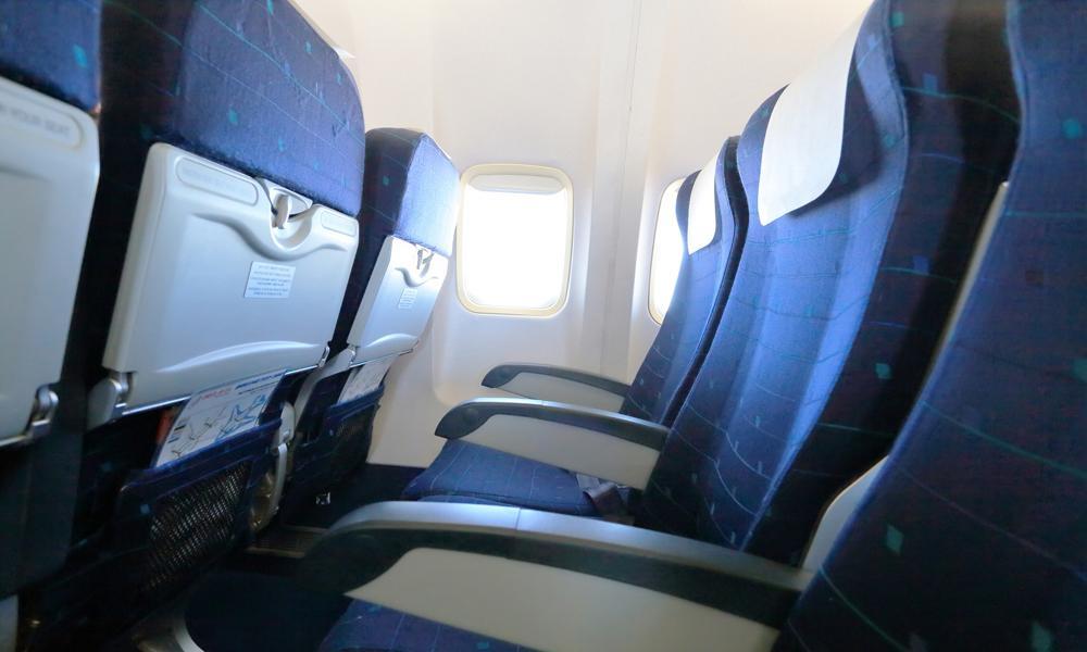 Las partes de un avión con más gérmenes (que siempre tocas)