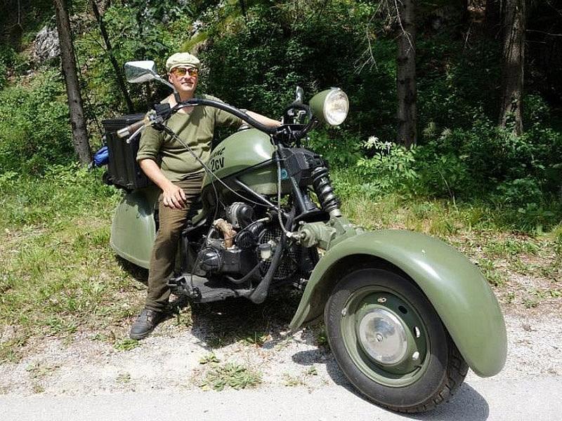 ¡Un Citröen 2CV transformado en una moto!