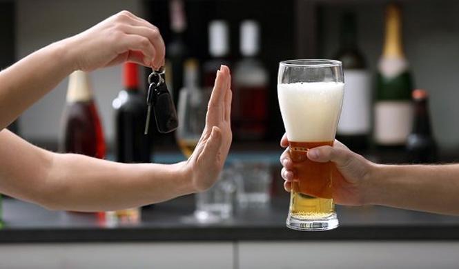 Alcohol al volante: ¿cuándo es infracción y cuándo delito?