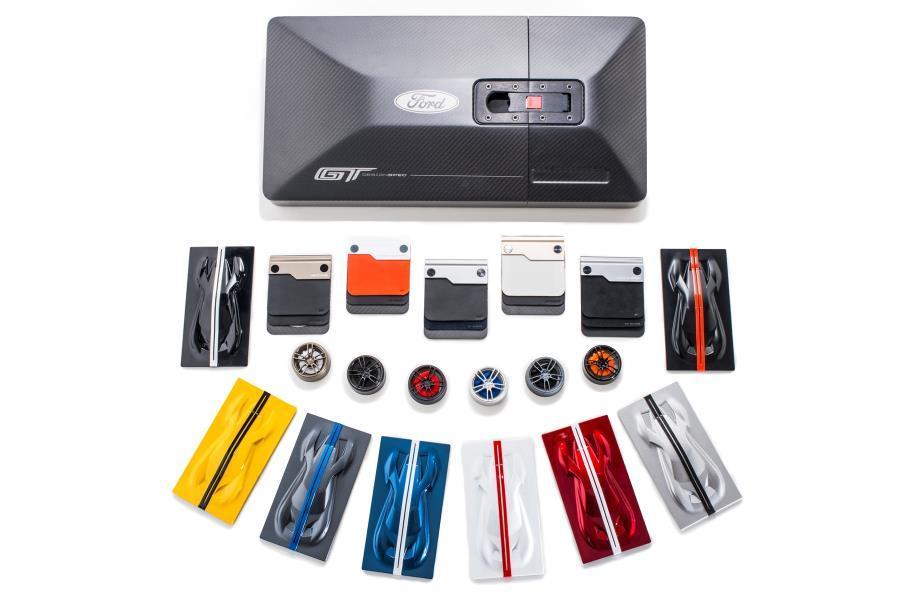 El kit que te regalan con el Ford GT