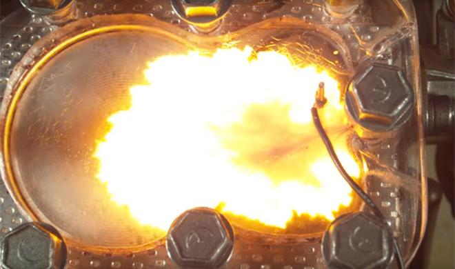 Así funciona un motor a través de una culata transparente