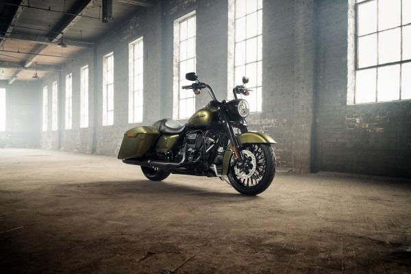 Nueva-Harley-Davidson-Road-King-Special-2017-1