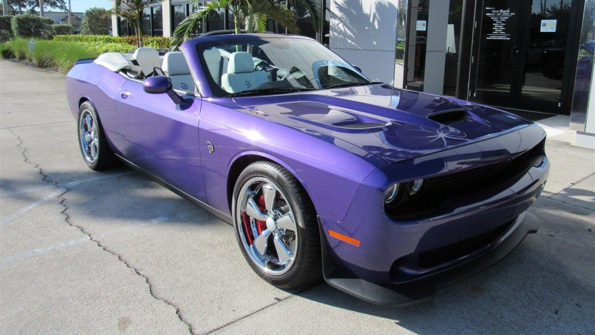a la venta este dodge challenger srt hellcat convertible. Black Bedroom Furniture Sets. Home Design Ideas