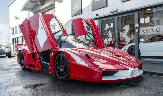 El único Ferrari FXX de calle, ahora más barato