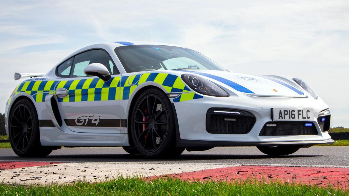Porsche Cayman GT4 policía británica