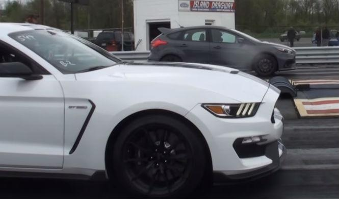 Mustang GT350 vs Focus RS: ajustada lucha fratricida