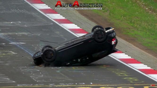 Este Honda Civic Type R termina boca abajo en Nürburgring