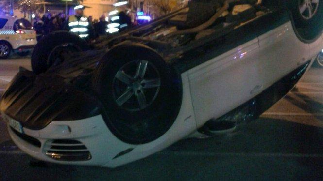 Cómo salir de un coche que ha volcado