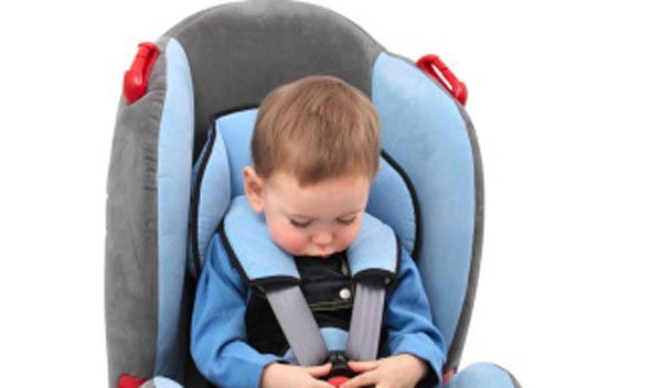 Cómo evitar que los niños sufran golpe de calor en el coche