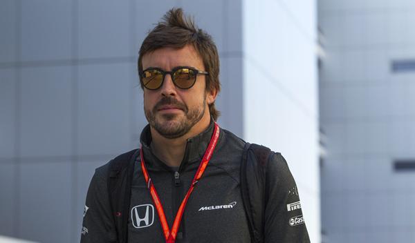 Alonso puede cambiar de equipo en 2018; descarta Red Bull