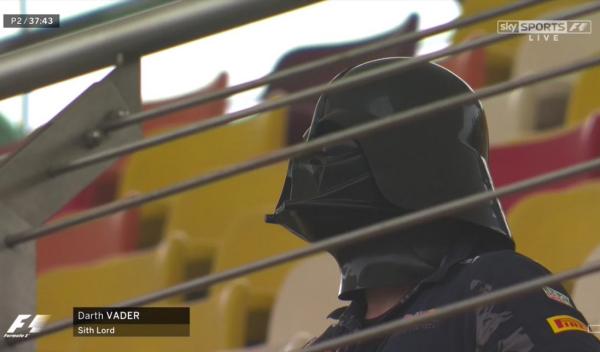 Darth Vader se cuela en Shanghái para ver la Fórmula 1